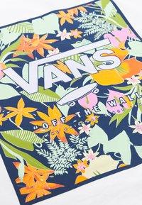 Vans - SONGWRITER JUNIOR BOXY - T-shirt con stampa - white - 5
