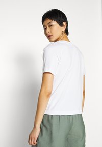 Vans - SONGWRITER JUNIOR BOXY - T-shirt con stampa - white - 2