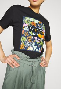 Vans - SONGWRITER JUNIOR BOXY - Print T-shirt - black - 5