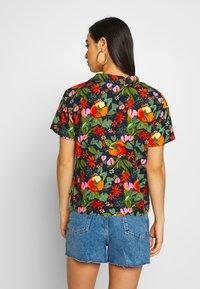 Vans - LANII WOVEN - Skjorte - multi tropic - 2