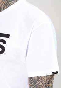 Vans - CLASSIC - T-shirt con stampa - white/black - 4
