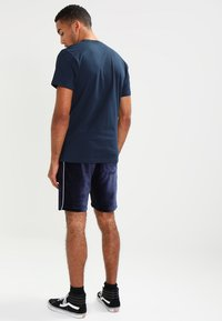 Vans - CLASSIC - T-shirt con stampa - navy/white - 2