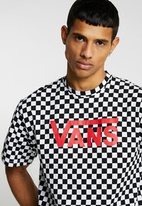 Vans - CLASSIC - T-shirt con stampa - black/white - 4