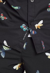 Vans - METAMORPHOSIS  - Camicia - black/metamorphosis - 3