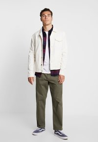 Vans - MCCAHON PANT - Chino - grape leaf - 1