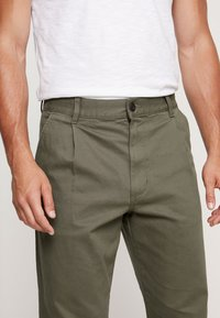 Vans - MCCAHON PANT - Chino - grape leaf - 3