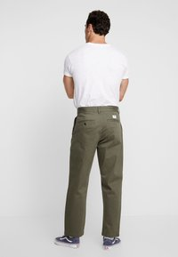 Vans - MCCAHON PANT - Chino - grape leaf - 2