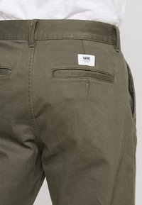 Vans - MCCAHON PANT - Chino - grape leaf - 5