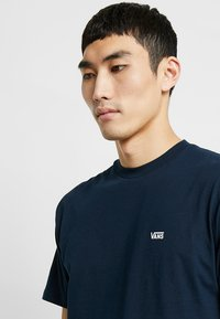 Vans - Basic T-shirt - navy/white - 4