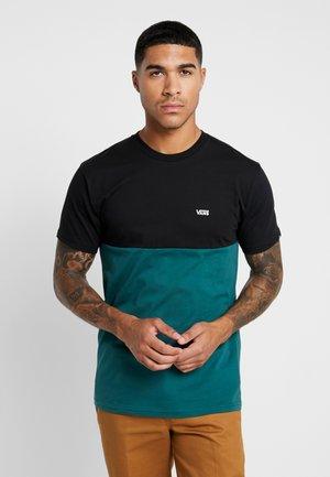 COLORBLOCK TEE - T-shirt print - black/trekking green