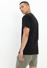 Vans - FULL PATCH - T-shirt print - black/white - 2