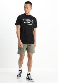 Vans - FULL PATCH - T-shirt print - black/white - 1