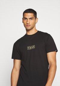 Vans - EASY BOX  - T-shirt con stampa - black/yellow cream - 3