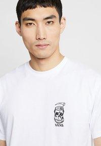Vans - MOONSHINE  - Print T-shirt - white - 3