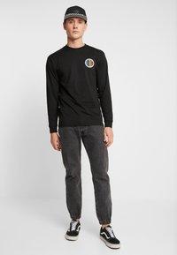 Vans - PRIDE CIRCLE  - Langarmshirt - black - 1