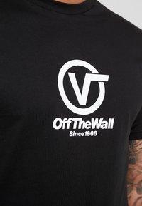 Vans - DISTORT PERFORMANCE  - T-shirt med print - black - 4