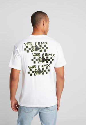 GREEN LIGHTED - Camiseta estampada - white
