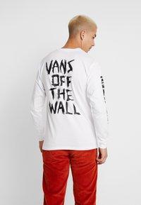 Vans - SCRATCHED VANS - T-shirt à manches longues - white - 2