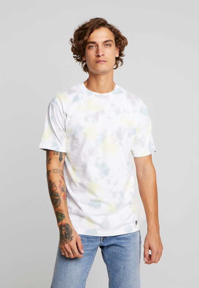 ELEVATED TIE DYE  - T-shirt med print - multi-coloured