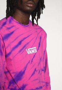 Vans - TIE DYE CHECKER SLEEVE - Long sleeved top - fuchsia/purple - 3