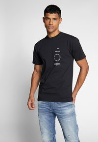 Vans - DISTORTION TYPE - T-shirt con stampa - black - 0