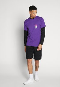 Vans - NEW STAX  - T-shirt con stampa - heliotrope - 1