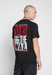Vans - NEW STAX  - T-shirt con stampa - black - 2