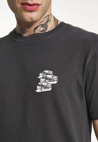 Vans - VINTAGE - T-shirt con stampa - black - 5