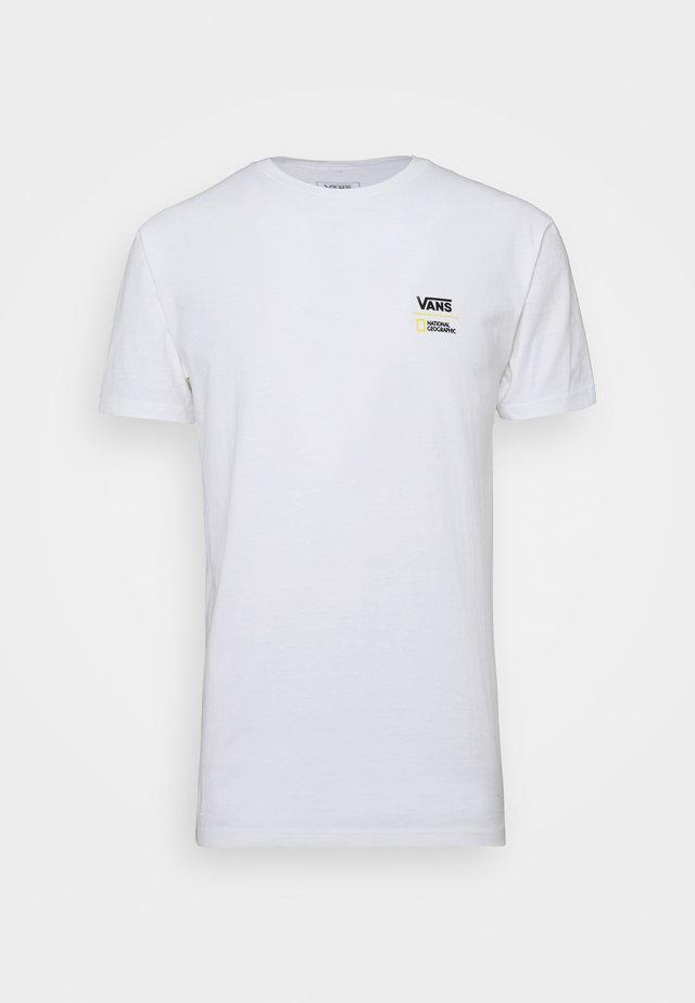 VANS X NATIONAL GEOGRAPHIC GLOBE - Camiseta estampada - white