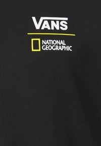 Vans - VANS X NATIONAL GEOGRAPHIC GLOBE - T-shirt con stampa - black - 2