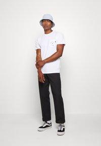 Vans - LOVE WAFFLE VINTAGE OVERDYE - Camiseta estampada - white - 1