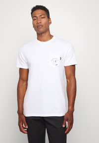 Vans - LOVE WAFFLE VINTAGE OVERDYE - Camiseta estampada - white - 0
