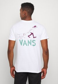 Vans - LOVE WAFFLE VINTAGE OVERDYE - Camiseta estampada - white - 2