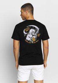 Vans - AFTER PARTY - Print T-shirt - black - 0