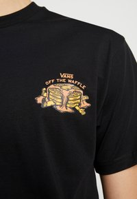 Vans - OFF THE WAFFLE  - T-shirt con stampa - black - 4