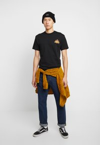 Vans - OFF THE WAFFLE  - T-shirt z nadrukiem - black - 1