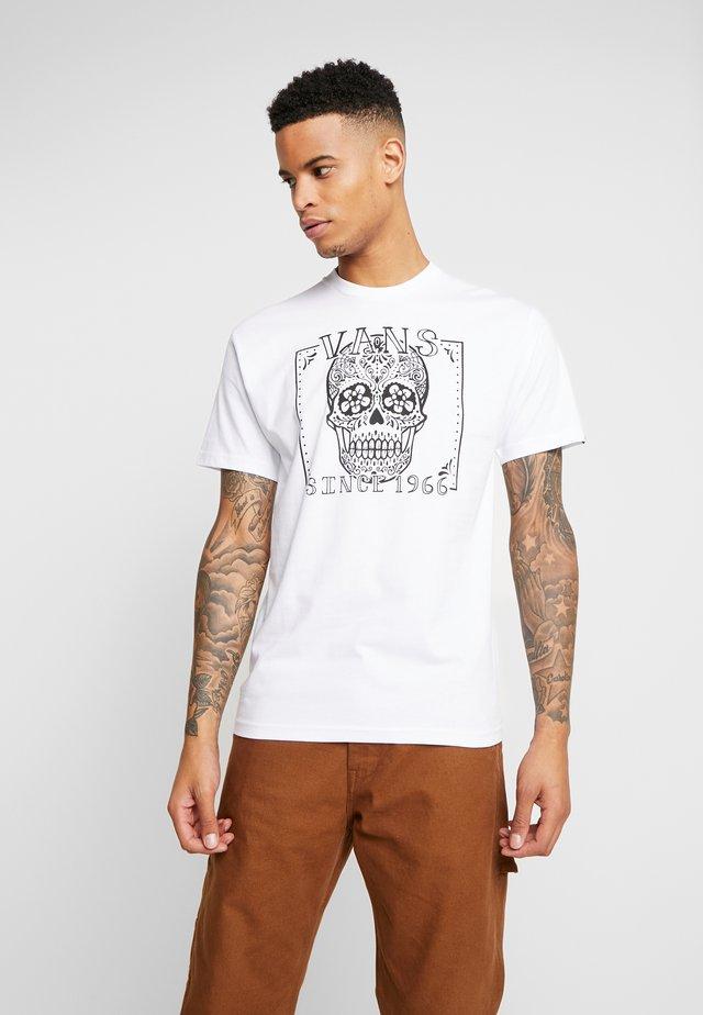DIA SUGAR SKULL - T-shirt imprimé - white