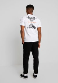 Vans - THROUGH THE WALL - T-shirt con stampa - white - 2