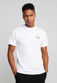 Vans - THROUGH THE WALL - T-shirt con stampa - white - 0