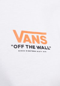 Vans - THROUGH THE WALL - T-shirt con stampa - white - 5