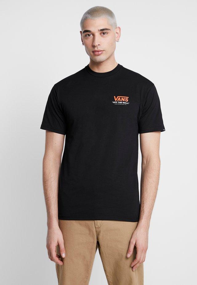 THROUGH THE WALL - T-shirt med print - black