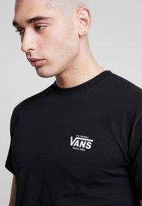 Vans - LOST AT SEA - T-shirt con stampa - black - 4