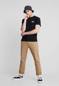 Vans - LOST AT SEA - T-shirt con stampa - black - 1