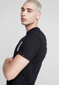 Vans - BE MINE FOREVER - T-shirt con stampa - black - 3