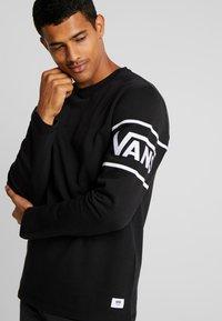 Vans - WHITAKER - Sweatshirt - black - 3