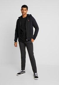 Vans - WHITAKER - Sweatshirt - black - 1
