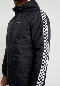 Vans - WOODRIDGE - Lehká bunda - black - 5