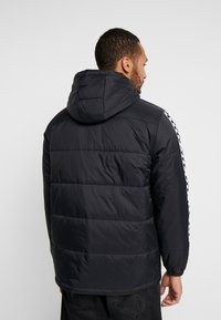 Vans - WOODRIDGE - Lehká bunda - black - 2
