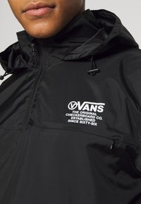 Vans - DISTORT TYPE ANORAK - Giacca a vento - black - 4