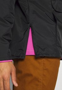 Vans - DISTORT TYPE ANORAK - Giacca a vento - black - 5